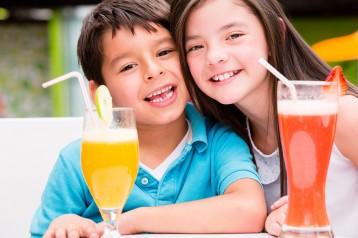 ילדים אוהבים מיץ ממים מוגזים של תמי4 Bubble Bar