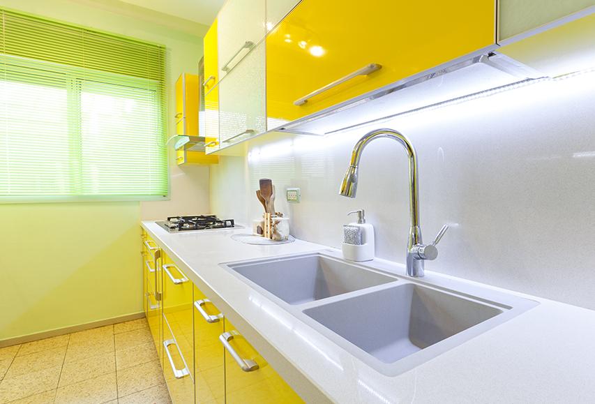 עיצוב קיצי למטבח בצבעי לימונדה