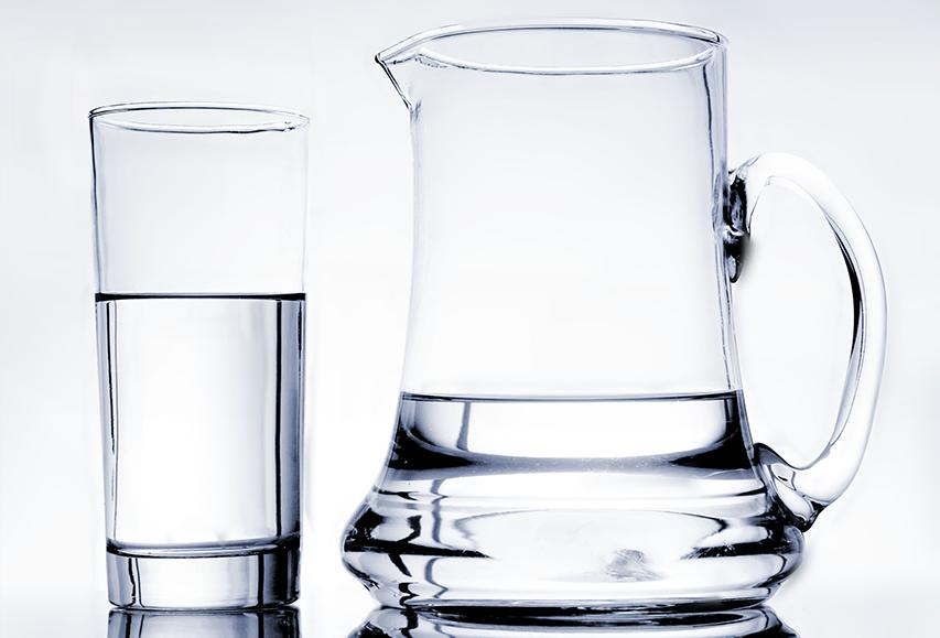 שתו מים מכוס גדולה