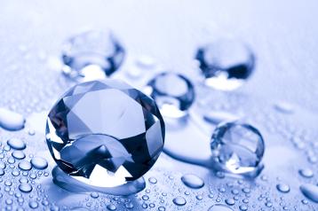 יהלומים במים מוגזים למשך לילה והם יוצאים כחדשים!