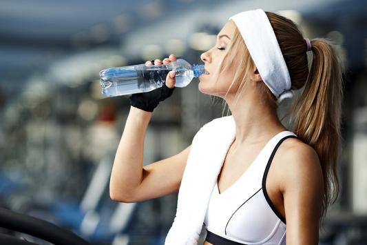 באימון גופני הכי טוב לשתות מים מבר המים של תמי 4