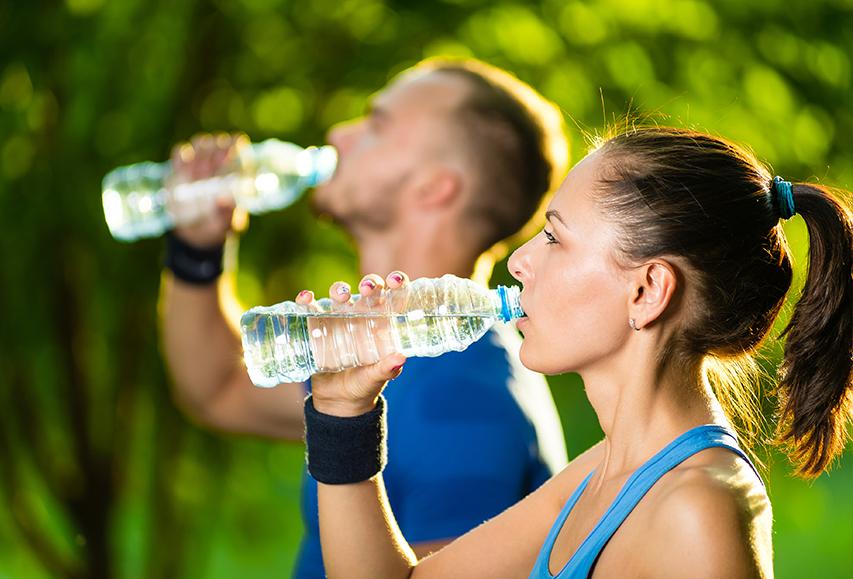 כשעושים ספורט, שותים מים מבר המים של תמי4