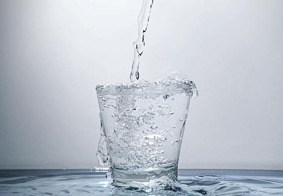 שתו הרבה מים גם כשאתם לא צמאים