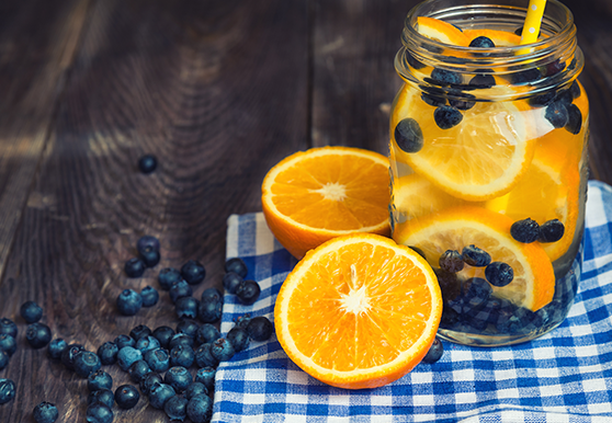 תפוז ואוכמניות