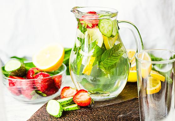 תות, לימון, מלפפון ונענע