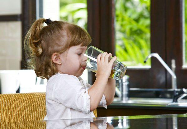 קל ופשוט לעודד ילדים לשתות הרבה מים
